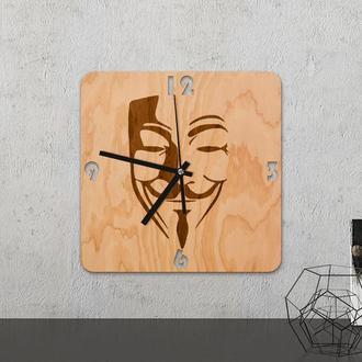 Настенные часы из древесины «Vendetta »