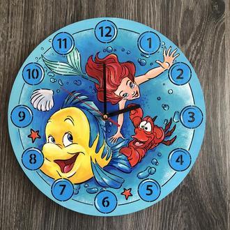 Бесшумные цветные настенные часы в детскую «Русалочка Ариэль»