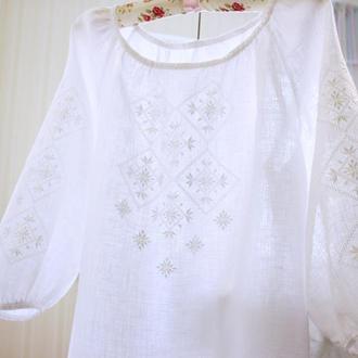 Жіноча вишиванка білим по білому