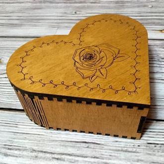 """Дерев'яна шкатулка """"Серце з трояндою"""""""