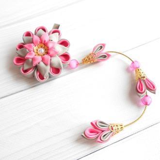 Розовая заколка с цветами канзаши Украшение для волос на фотосессию Подарок девочке на день рождение