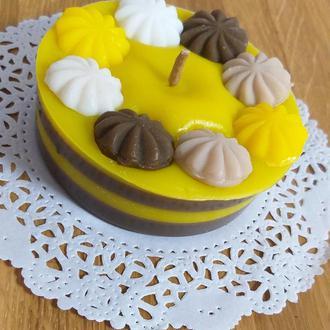 Ароматная Свеча-шоколадный торт с банановым кремом и меренгой