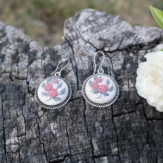 Ювелирные серьги с вышивкой серебряные швензы Подарок девушке