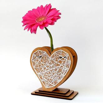 Оригинальная ваза с красно-белым узором string art «Любящее сердце»: изысканный декор