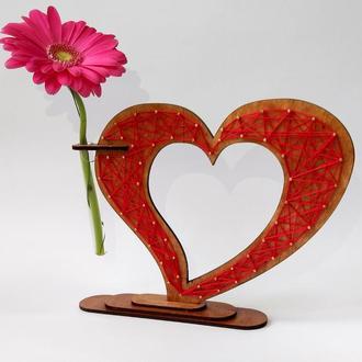 Деревянная ваза в стиле string art «Любящее сердце»: оригинальный стильный подарок
