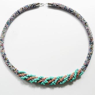 Голубое элегантное бисерное колье