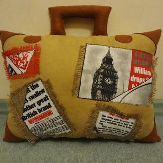 Декоративная подушка - чемодан, подарок путешественнику, путешествие, в дорогу, подушка Лондон