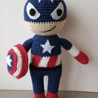 В'язана іграшка Капітан Америка. Супер-герой