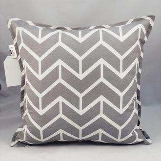 Диванная подушка. Декоративная подушка. Подушка на замке. Серая подушка.