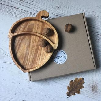 Деревянная тарелка в форме желудя