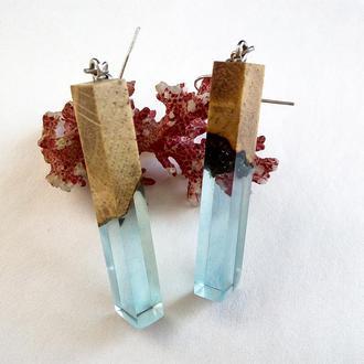 Модные серьги небесно-голубого цвета из смолы и дерева - оригинальный подарок