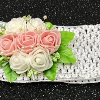 Повязка на голову для девочки, высота 7 см (персиковые розы)