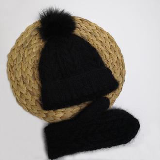 Вязаный набор шапка с бубоном и  варежки теплые пушистые мохер