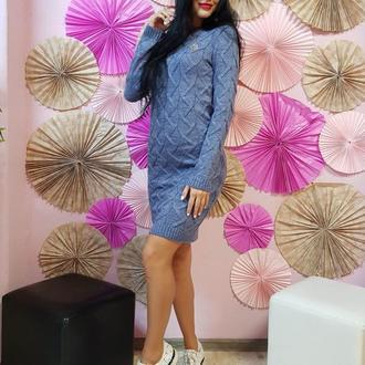 Молодежное вязаное платье-туника с декором
