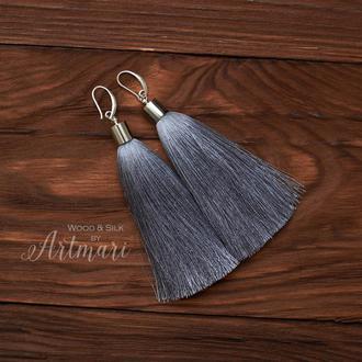 Шелковые серьги-кисти с колпачком Серые