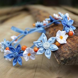 Синій вінок на голову для дівчинки з квітати і ягодами канзаши
