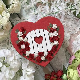 Коробка валентинка з дверцятами