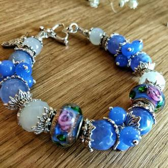 """Женский браслет """"Весенний"""" из голубого агата, лемпверковских и хрустальных бусин. Подарок девушке."""