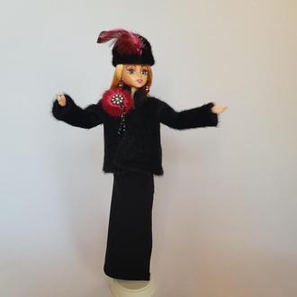 Кукла в зимней одежде и вечернем платье Синди