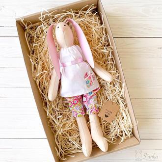 Зайка Тільда в в рожевих штанішках