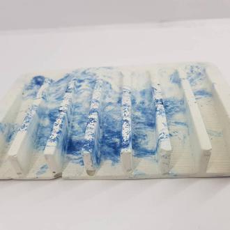 Мыльница из бетона , белая с синим