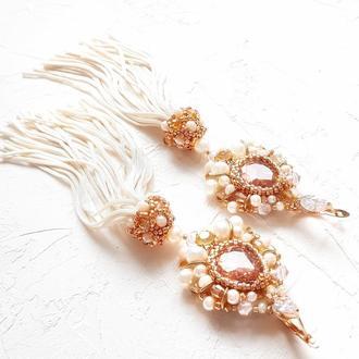 Позолоченные серьги, расшитые кристаллами Swarovski и натуральным жемчугом