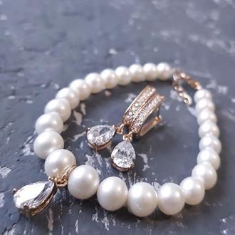 Комплект з натуральних перлів з кристалами у позолоті браслет с жемчугом серьги капли подарок 8 март