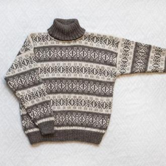 Очень теплый вязанный свитер ручной работы