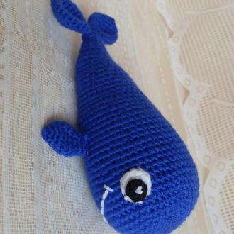 Маленький кит - игрушка для малышей