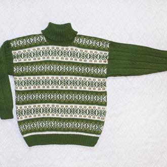 Теплый свитер с узорами