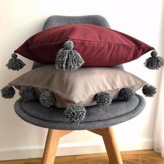Декоративные подушки с китичками и помпонами (001)