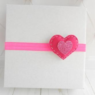 Розовая повязка для малышки на Валентина Украшение для волос сердце с фетра Подарок девочке на годик
