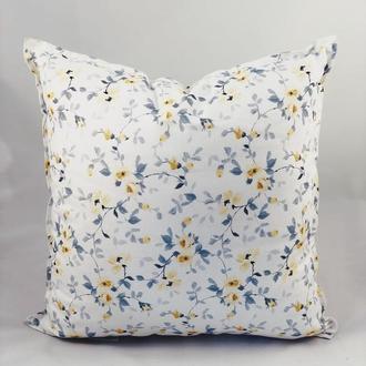 Диванная подушка. Подушка с цветами. Подушка с замком.