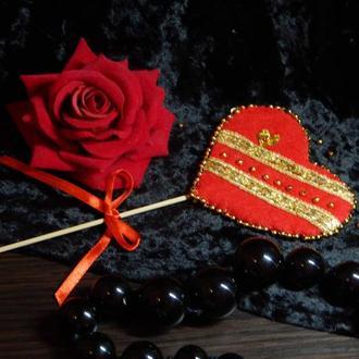 Валентинка -  двустороннее сердечко из фетра на палочке