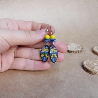 Серьги с перышками, желто голубые серьги, яркие серьги , серьги в стиле бохо, необычные серьги