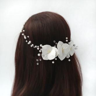 Венок для волос с цветами и жемчугом.