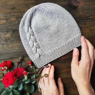 шапка бини с косичкой