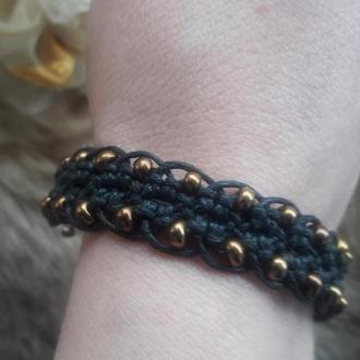 Браслет для девушки, Браслет с золотым бисером, Плетеный браслет макраме.