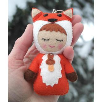 подвесная игрушка из фетра - малыш лисёнок