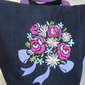 Джинсовая сумка с вышивкой