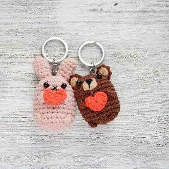 Оригинальный подарок для влюбленных набор брелков ручной работы зайчик и мишка с сердцем