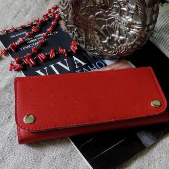 Красный кожаный кошелек