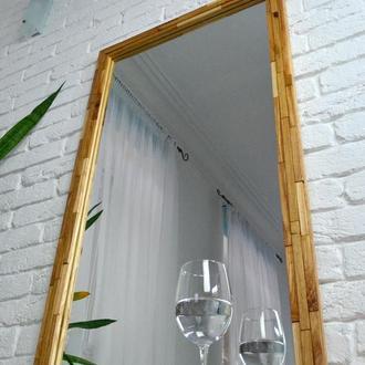 Зеркало в раме из натурального дерева.
