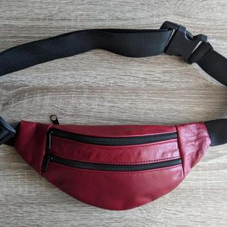 Стильная бананка из натуральной кожи, сумка на пояс натуральная кожа - красный лаковый