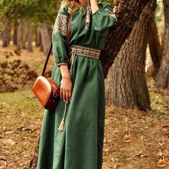 Неймовірно жіночна довга сукня зеленого відтінку