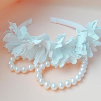 Віночок з білими квітами