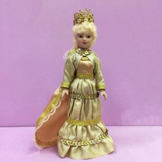 Фарфоровая интерьерная кукла «Королева»
