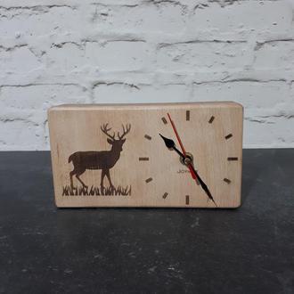 Настольные деревянные часы Олень
