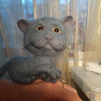Серый кот валяная игрушка кот с характером игрушка в машину кот из шерсти
