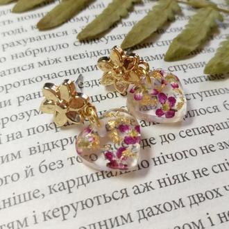 Серьги гвоздики сердечки с цветами алисума